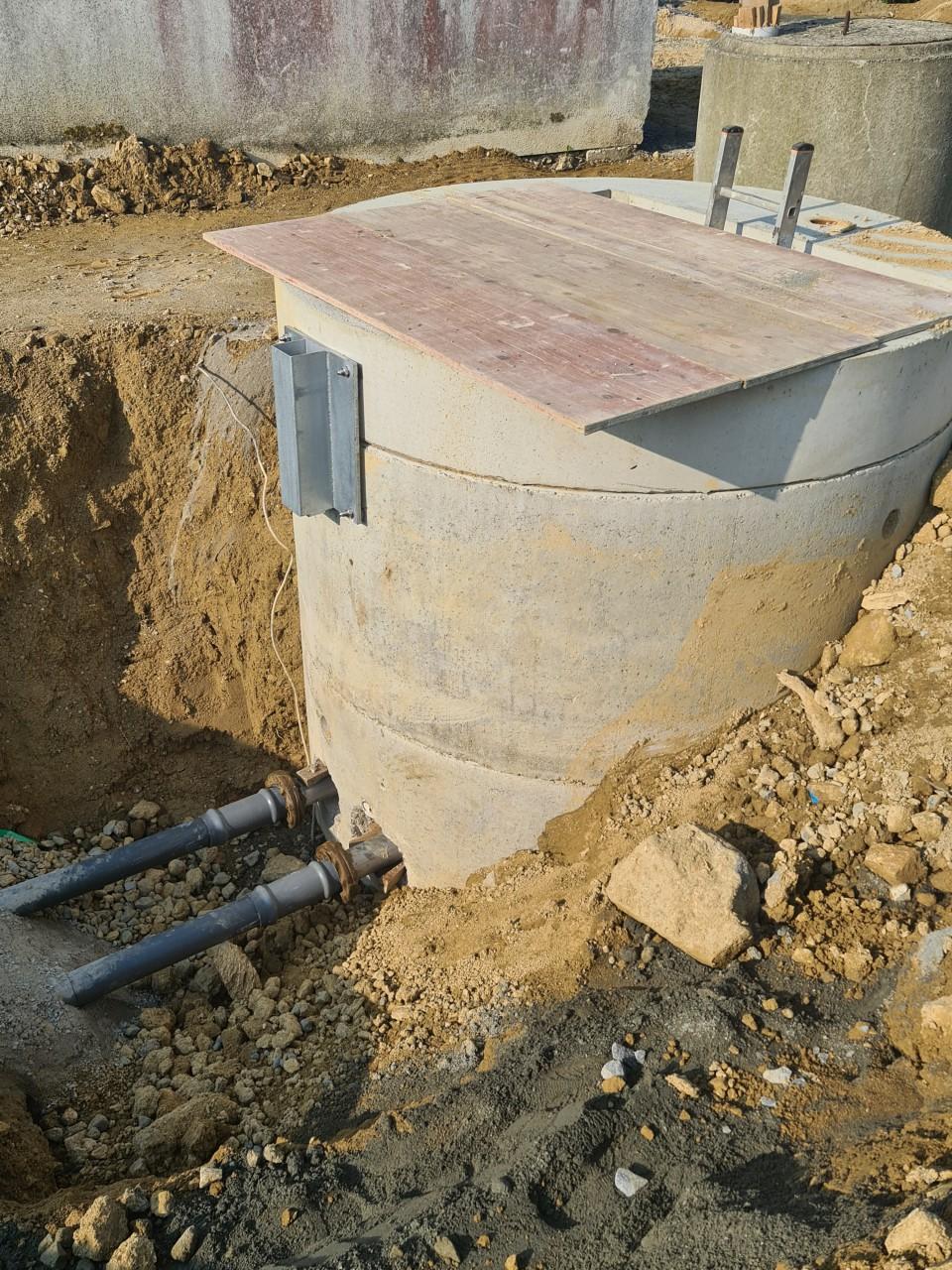 19.07.2021 Verbinden der Pumpleitungen an das Pumpbauwerk.jpg